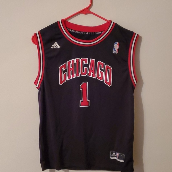Adidas Chicago Bulls Derrick Rose swingman jersey.